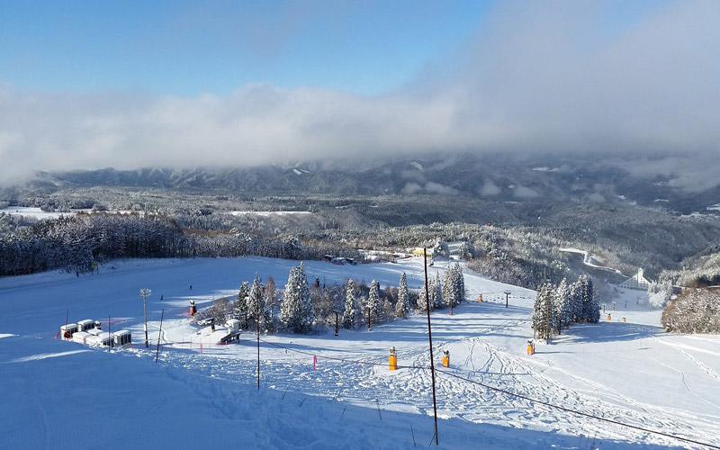 雪の少ないシーズンは1・2を争う人気を誇る鷲ヶ岳スキー場
