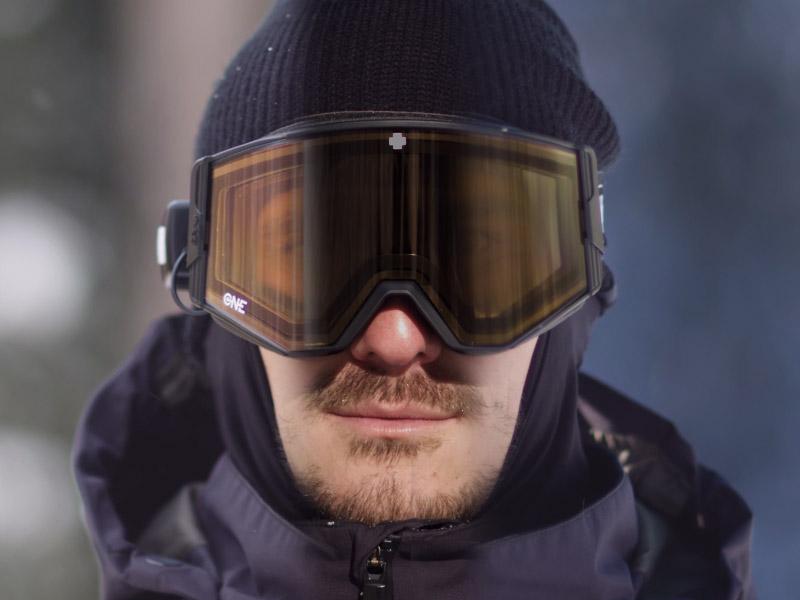 ボタン一つで遮光レベルを変えられる画期的なゴーグル「EC Goggles」