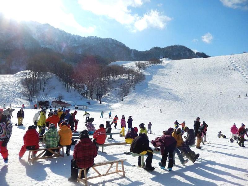 兵庫県の最高峰「氷ノ山」の中腹にある氷ノ山国際スキー場